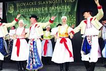 Taneční skupina Cimbálové muziky Jaroslava Čecha.