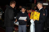 Vítězi noční soutěže v požárním útoku se stali dobrovolní hasiči z Vések.
