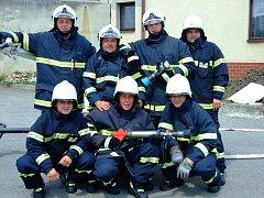 zásahová jednotka dobrovolných hasičů v Dolním Němčí při jednom ze cvičení.