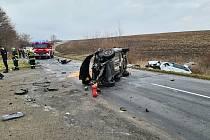 Bouračka dvou aut se čtyřmi zraněnými v lokalitě Nový dvůr u vepřína mezi Kunovicemi a Hlukem