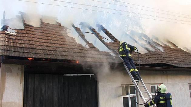 Rozsáhlý požár rodinného domu v Březolupech.
