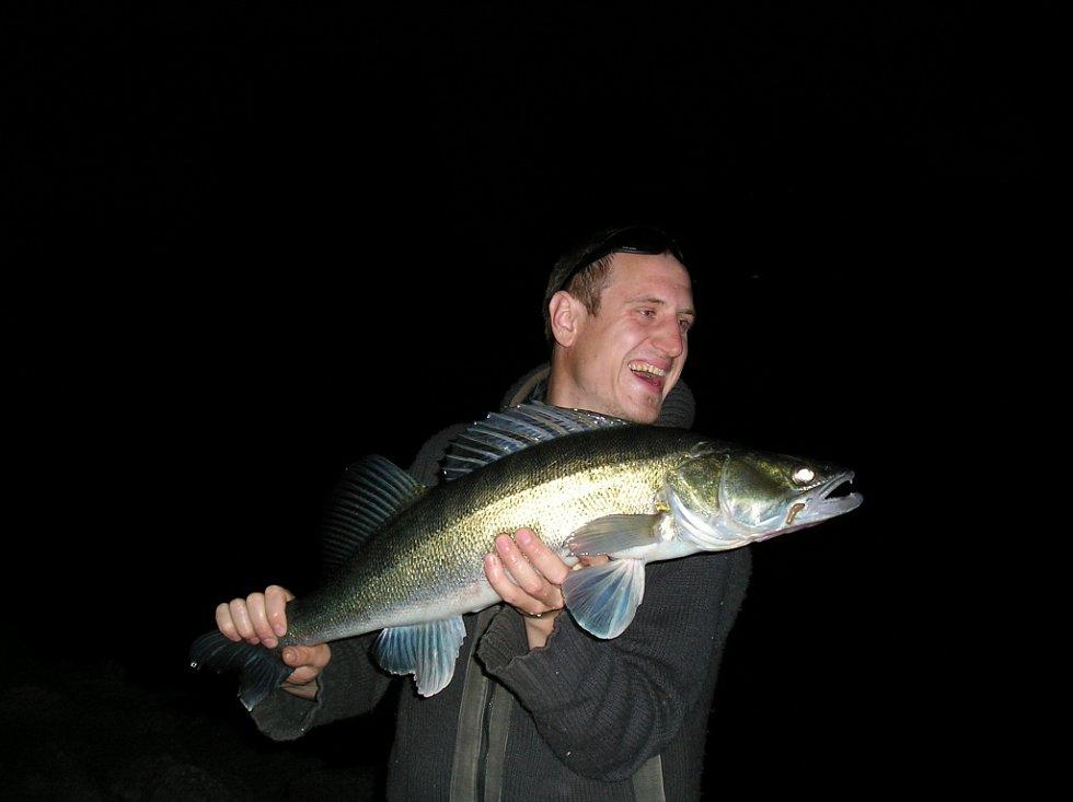 David Vajčner chytil candáta, který měřil 81 cm a vážil 5.2 kg.