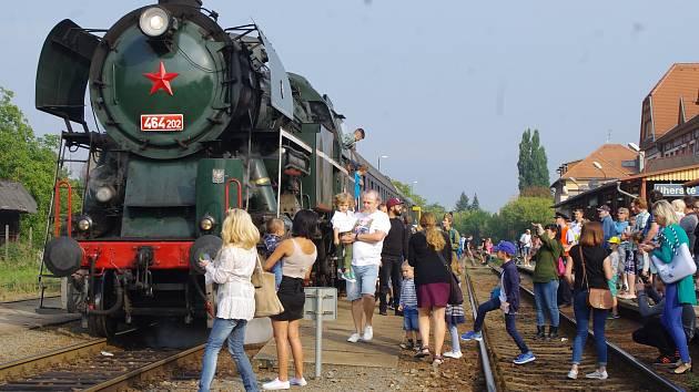 Do Hradiště na Slovácké slavnosti vína a otevřených památek přijela i dvaašedesátiletá parní lokomotiva Rosnička.