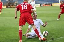 1. FC Slovácko (v bílém) - Třinec 2:2 (0:1). Patrik Šimon.