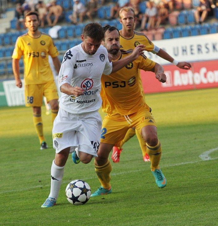 1. FC Slovácko - Jihlava. U míče Václav Ondřejka.