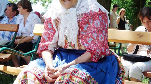 Věřící ze Slovenska Matilda Miklovičová se na slavnost pečlivě připravila.