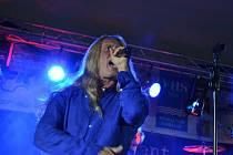 Hlavní hvězdou hudební soboty v Popovicích byl Kamil Střihavka.