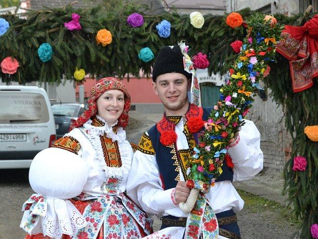 Soutěžní pár číslo 1 - Veronika Jansková a Lukáš Hřib, mladší stárci na hodech vJarošově 15.–16. října