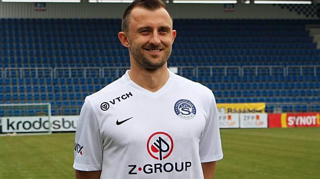 Zkušený dvaatřicetiletý stoper a vystudovaný inženýr Jiří Krejčí momentálně působí ve Slovácku.