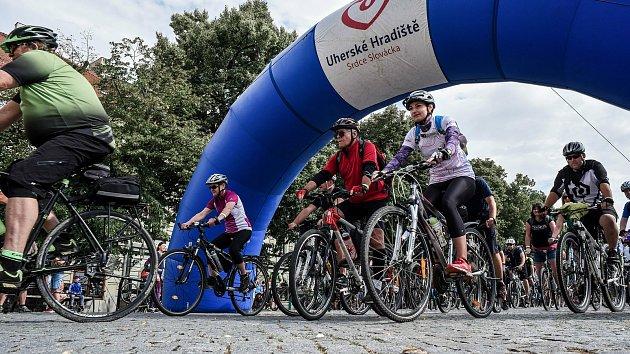 Na kole vinohrady startovalo 11.července tradičně na Masarykově náměstí vUherském Hradišti.