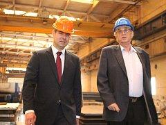 Ministr průmyslu a obchodu Jiří Havlíček navštívil v rámci svých cest i Uherský Brod, aby mohl ve Slováckých strojírnách obdivovat propojení podniku s místní Střední průmyslovou školou.