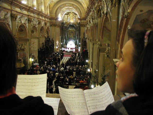 Půlnoční mše ve velehradské bazilice.