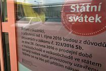 Upozornění , že bude zavřeno ve státní svátek. Ilustrační foto