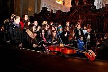 Sedmero přání vhradišťské Redutě vysloví CM Cifra, Viva la Musica zgymnázia a Kalina zBabic. Ilustrační foto.