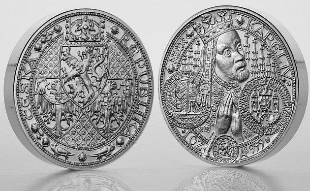 Pražská mincovna zahájila distribuci stříbrné medaile, která se inspiruje krásou staré Prahy.