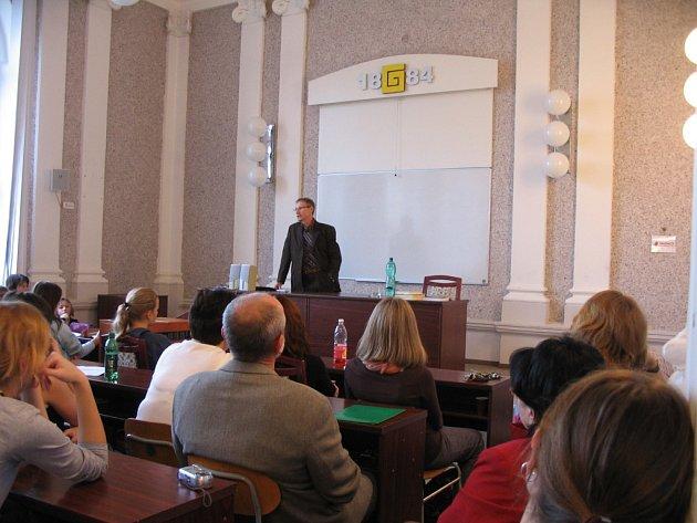 Slovenský spisovatel, publicista, historik i vysokoškolský pedagog Jozef Leikert přednášel na uherskohradišťském gymnáziu.