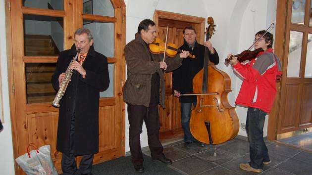 Místostarosta Evžen Uher (zcela vlevo).