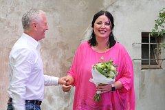 Na krátkou návštěvu Uherského Hradiště se vydala v pátek 14. září první novodobobá československá miss Ivana Christová. Společně s místním majitelem módního salónu Robertem Kohelem pak uskutečnila krátkou debatu v Kafé uprostřed.