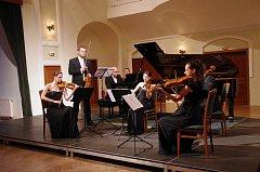 Koncert Karla Košárka, Jiřího Pospíchala a Korngold Quartetu v Redutě v Uherském Hradišti