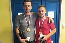 Martin Prajza (vlevo) si společně s oddílovým kolegou a kamarádem Markem Sedláčkem z kunovické Lokomotivy podmanil otevřený badmintonový turnaj, který byl poprvé součástí Slováckého léta. Foto: