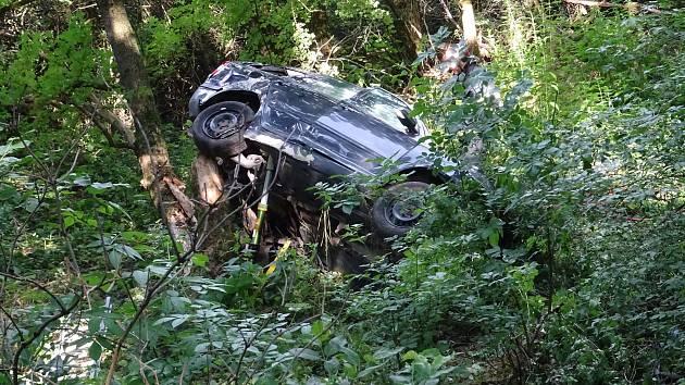 Jednasedmdesátiletý řidič zraněním na místě podlehl.