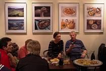 Celkem osmadvacet snímků z knihy Libora Velana Jak chutná Východní Slovácko, mohou od pátku 14. listopadu až do 12. prosince obdivovat návštěvníci Cafe Clubu v Uherském Brodě.
