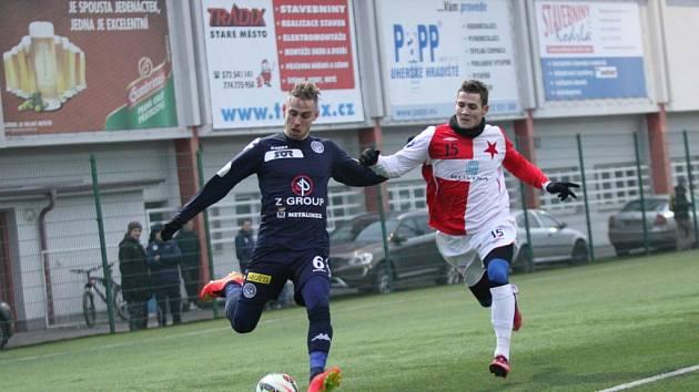 Přípravný zápas. 1. FC Slovácko - HS Kroměříž 7:1 (Slovácko v tmavém).  Petr Reinberk (v tmavém) a Zdeněk Šturma.