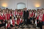 Slovy chvály na adresu gymnaziálního ansámblu nešetřil ani prezident republiky Miloš Zeman, který se s ním nechal zvěčnit.