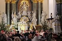 Nedělní odpoledne 4. ledna patřilo v kostele svatého Vavřince v Hluku tradičnímu novoročnímu koncertu.