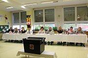 Volební komise pro okrsek č. 2 v Dolním Němčí. Předsedkyně Andrea Michalčáková.