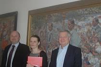 Galerie Joži Uprky v Uherském Hradišti včera oficiálně představila nová díla tohoto malíře.