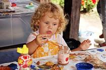 Akce pro děti s názvem Malovaný dvůr ty nejmenší velmi zaujala.