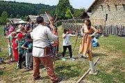 LUKOSTĚLECKÝ DEN. Pod vedením zkušených trenérů a instruktorů si mohou děti i dospělí zastřílet z luku vKunovicích.