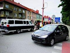 Srážka dvou aut si vyžádala zranění jedné osoby