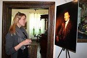 Nejedna dívka obdivovala pěkně vyvedenou fotografii Karla Gotta.