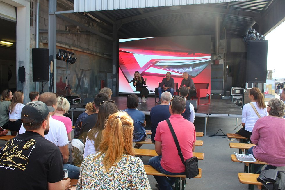 Festival WiFič VEN! Jeho součástí je výstava Žně designu. V programu nechyběly rozhovory Lucie Výborné se zajímavými hosty.