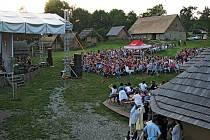 V opevněném slovanském hradišti v Modré bude 2. a 3. srpna divadelní víkend.