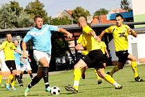 I. A třída: Spartak Hluk - FC Strání 0:1 (Hluk v modrých dresech). Aleš Zlínský - Hluk.