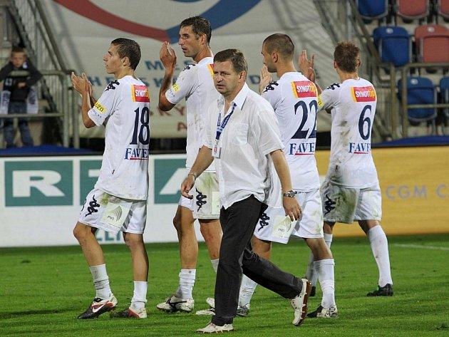 Trenér Miroslav Soukup se svými svěřenci. Ilustrační foto