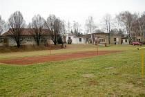 Současné hřiště za školou v Polešovicích.