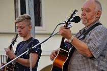 Jan Kryl vystoupil v Brodě se svým vnukem Michalem.