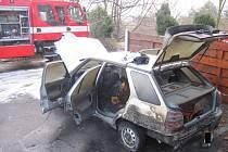 Požár auta v Uherském Brodě, pondělí 28. listopadu 2016.