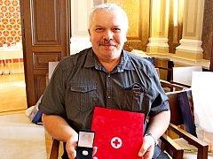 Oblastní spolek Českého červeného kříže ocenil na hradišťské radnici Zlatými kříži I. a II. stupně bezpříspěvkové dárce krve.