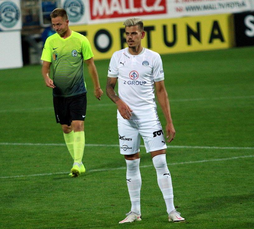 Fotbalisté Slovácka (v bílých dresech) ve 3. kole MOL Cupu přehráli druholigový Prostějov.