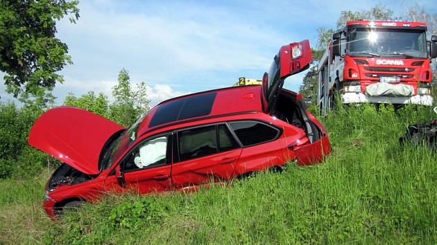 Srážka octavie a BMW na silnici I/50 u Veletin