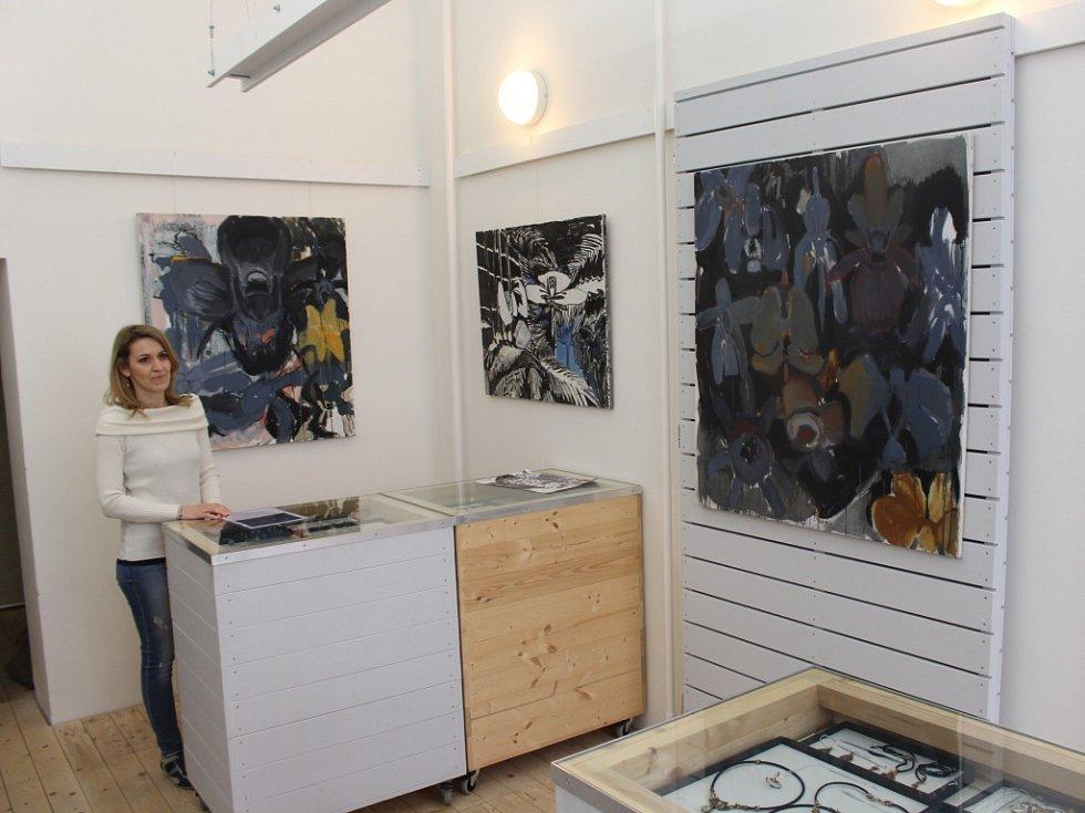 V Galerii Baila se uskuteční vernisáž Kateřiny Ondrůškové na téma Here be flowers.