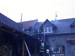 Požár střechy v Topolné
