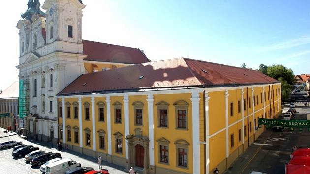 Slovácké centrum kultury a tradic v jezuitské koleji v Uherském Hradišti.