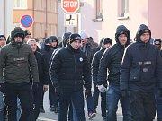 Na tři stovky fanoušků pražské Sparty přicestovalo do Hradiště kvůli fotbalovému zápasu svého klubu se Slováckem. Nakonec došlo pouze k menším potyčkám a zadržení v souvislosti s pyrotechnikou.