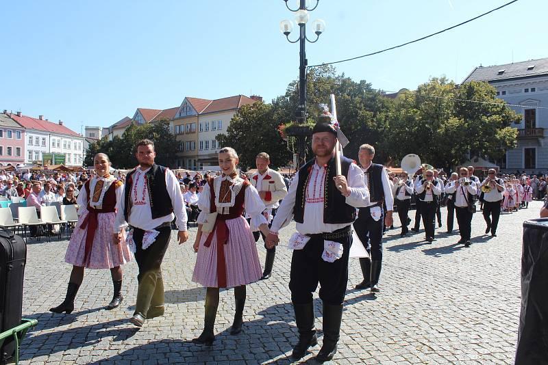 Slovácké slavnosti vína a otevřených památek v Uherském Hradišti. Slavnostní průvod.